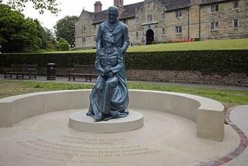 McIndoe Memorial Statue